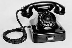 Fernsprecher Siemens W 48 Vintage Phones, Old Advertisements, Vintage Soul, Childhood Toys, My Memory, Best Memories, Landline Phone, Old Things, Antiques