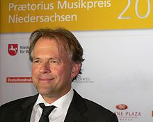 Thomas Hengelbrock (n. 9 de junio de 1958, Wilhelmshaven, Baja Sajonia, Alemania) es un director de orquesta, violinista y musicólogo alemán. Es el fundador y director del Ensemble Balthasar Neumann, una formación que pretende interpretar con criterios historicistas obras de todo tipo de épocas. Desde 2011 es también el director titular de la Orquesta Sinfónica de la Radio del Norte de Alemania, con sede en Hamburgo.  Ha realizado incursiones en el campo de la dirección escénica de óperas.