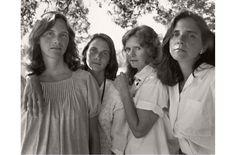 Stagioni e sedimentazioni: Nicholas Nixon e le sorelle Brown