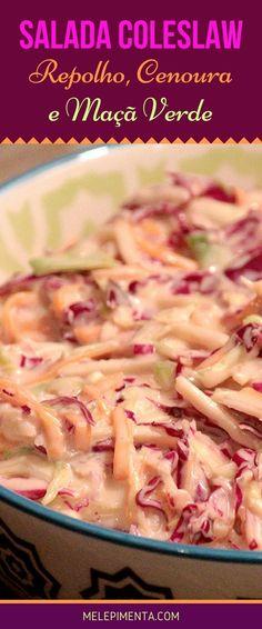 Salada Coleslaw - Confira a receita dessa clássica salada feita com repolho, cenoura, maçã verde e um leve e delicioso molho de iogurte, açúcar mascavo, mostarda, vinagre e outros ingredientes. A maçã verde dá um toque todo especial a essa salada refrescante e incrível. Você também pode usar essa salada para montar deliciosos sanduíches.
