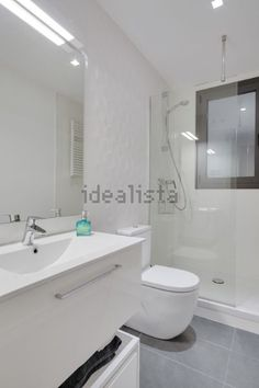 Imagen Baño de piso en Gràcia, Barcelona Toilets, Bathrooms, Barcelona, Bathtub, Home, Modern Bathrooms, Houses, Bathroom, Apartment Bathroom Design