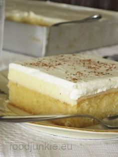 """Πριν τρίαχρόνια στη Θεσσαλονίκη, οι κουμπάροι μας με πήγανε ειδικά να φάω ένα διάσημο γλυκό, το """"πολίτικο"""", που από ότι λένε το φτιάχνει καλό ο Αλεξούδας(μαζί με το προφιτερόλ).Πρόκε… #greekfoodrecipes"""