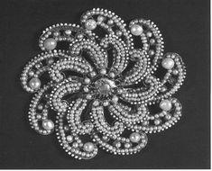 Broche de oro esmaltado y perlas, siglo XVII.
