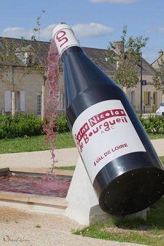 Une fontaine originale à Saint-Nicolas-de-Bourgueil :) #VinsdeLoire Merci Patrick Loiseau