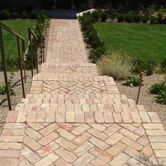 New Brick Patio Steps Herringbone Pattern 56 Ideas Patio Steps, Brick Steps, Brick Pathway, Brick Pavers, Cobblestone Walkway, Concrete Walkway, Outdoor Walkway, Front Walkway, Front Steps