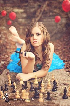 Alice in Wonderland themed photo session. I absolutely adore this and all the creativity that was put into this shoot.