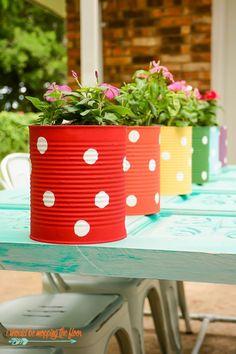 Tin can flower garden Tin can flower garden, # tin can # flower garden This . # tin can # flower garden Garden Crafts, Garden Projects, Diy Projects, Diy Garden, Balcony Garden, Garden Types, Garden Beds, Backyard Fences, Garden Fencing