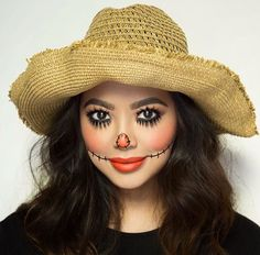 Are you looking for inspiration for your Halloween make-up? Browse around this website for creepy Halloween makeup looks. Halloween Outfits, Scarecrow Halloween Makeup, Halloween Costumes Scarecrow, Halloween Makeup Looks, Halloween 2018, Halloween Tipps, Diy Halloween Costumes For Women, Witch Costumes, Halloween Stuff
