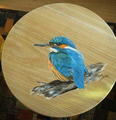 Ijsvogeltje op hout. Geschilderd met acryl door Ineke Nolles.