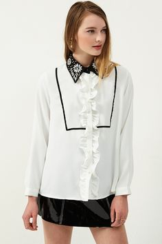 Harriet Jewerly Collar Blouse Discover the latest fashion trends online at storets.com #blouse #collarblouse #jewely