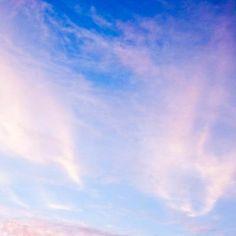 [Today's Photo] 매직타임 X-pro1     후지필름 5기 객원리포터 연세대 윤승현님의 작품입니다.     해가 지는 시간의 하늘을 환상적으로 담은 사진이네요^^       빨갛게 물든 하늘과 교회의 풍경이 판타지 영화의 한 장면을 보는 것 같습니다.     오늘은 수능 시험이 있는 날이지요?     수험생 분들도 오늘의 사진처럼 환상적이고 멋진 점수 받으실 바랄게요! 팍팍!!     <사진정보>     조리개값: F/5.6   노출시간: 1/280초   ISO감도: ISO-1600   초점거리: 36mm     http://blog.naver.com/fujifilm_x/150149677914