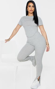 Body String, Sexy Outfits, Fashion Outfits, Plunge Dress, Mannequin, Beauty Women, Casual Looks, Clothes For Women, Women's Clothes