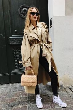 This Shoe Trend Might Cancel Dad Sneakers Winter Fashion Outfits, Autumn Winter Fashion, Winter Outfits, Trench Coat Outfit, Look Street Style, Future Fashion, Aesthetic Fashion, Coats For Women, What To Wear