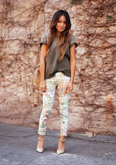 perfect floral pants and casual outfit