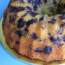 Easy Polish Lemon-Blueberry Bundt Cake using a lemon cake mix, sour cream, blueb… Easy Polish Lemon-Blueberry Bundt Cake mit Zitronenkuchenmischung, Sauerrahm, Heidelbeeren Bunt Cakes, Cupcake Cakes, Cupcakes, Food Cakes, Sour Cream, Just Desserts, Dessert Recipes, Fruit Dessert, Summer Desserts