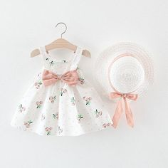 baby girl party dresses Perfect for your little girl. Easy to wear and can be used casually. Cotton and polyester blend materials make the fabric comfortable and smooth for kids' Toddler Dress, Toddler Girl, Baby Girls, Baby Frocks Designs, Baby Dress Design, Baby Girl Party Dresses, Dress Hats, Baby Outfits Newborn, Summer Girls