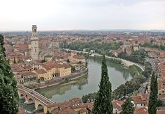 Verona | Itália _ para ser Romeu olhando da rua a varanda de Julieta.