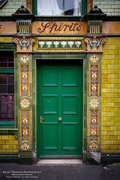 Manchester Doors - Peveril of the Peak by Aslak Tronrud via Flickr.com