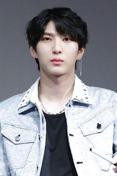 ทวิตเตอร์ Leo, Vixx Members, Ravi Vixx, Jung Taekwoon, Solo Pics, Jellyfish Entertainment, Kpop Guys, Celebrity Dads, Patterns
