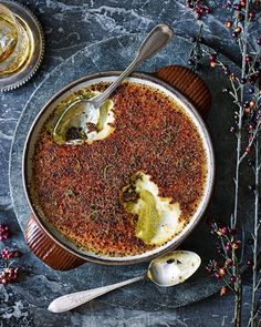 Rum, ginger and lime have been borrowed from a classic dark and stormy cocktail and reinvented into this decadent crème brûlée recipe. Just Desserts, Delicious Desserts, Yummy Food, Brulee Recipe, Panna Cotta, Mousse, Foodblogger, Sweet Recipes, The Best