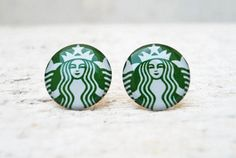 Starbucks Coffee Earrings in Green White, Ear Studs Posts, Upcycled Jewelry These ear studs are lovely pair of handmade earrings. Cute Jewelry, Jewelry Accessories, Fashion Accessories, Unique Jewelry, Diy Jewelry, Starbucks Logo, Starbucks Coffee, Starbucks Products, Coffee Love