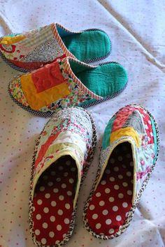 Through the window: Tutorial pantuflas patchwork / Patchwork Slippers Tutorial. - Sewing Patterns - Through the window: Tutorial pantuflas patchwork / Patchwork Slippers Tutorial. Sewing Hacks, Sewing Tutorials, Sewing Crafts, Sewing Projects, Sewing Patterns, Tutorial Sewing, Patchwork Tutorial, Tutorial Crochet, Crochet Patterns