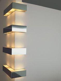 ㄱ자 형태가 벽에 부착되어있는 형태의 조명이다. 굉장히 단순하면서도 특이한 형태의 조명디자인