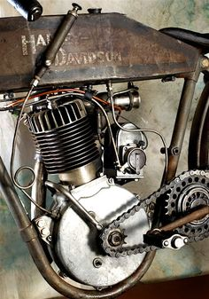#Vintage #Harley Wonderfully restored 1912 Harley Davidson Motorcycle being started and run. Video taken at the 2009 Canandaigua Pagent of Steam. http://stg.do/o63f