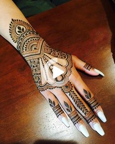 These stuning simple mehndi designs will suits you on every occassion. In Indian culture, mehndi is very important. On every auspicious occasion, women apply mehndi to show the importance of the occasion. Rajasthani Mehndi Designs, Indian Henna Designs, Latest Henna Designs, Beginner Henna Designs, Dulhan Mehndi Designs, Beautiful Henna Designs, Best Mehndi Designs, Simple Mehndi Designs, Mehndi Designs For Hands