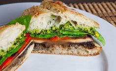 Sándwich con pesto, pimiento rojo y hongo portobello - El Gran Chef