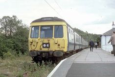 Next train for airdrie Electric Locomotive, Diesel Locomotive, Old Train Station, Train Stations, Disused Stations, British Rail, Old Trains, Great British, Model Trains