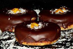 Islere cu crema de ciocolata - CAIETUL CU RETETE Romanian Food, Romanian Recipes, Something Sweet, Dessert Recipes, Desserts, Caramel Apples, Biscotti, Doughnut, Good Food