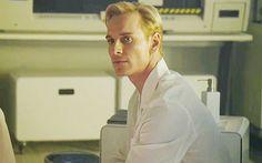 Amo a Michael pero no a su personaje David 8. Es un monstruo :'(