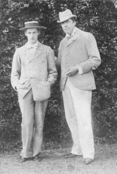 Lord Alfred Douglas (Bosie) and Oscar Wilde Oscar Wilde, Vintage Couples, Vintage Men, Lord Alfred Douglas, The Happy Prince, Celebrities Then And Now, Charming Man, Writers And Poets, Look At The Stars