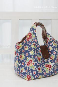 [과정샷,도안]여름과 잘 어울리는 가오리토드 가방만들기 : 네이버 블로그 Pouch Bag, Hobo Bag, Longchamp, Sewing Hacks, Fashion Bags, Diaper Bag, Diy And Crafts, Quilts, Wool