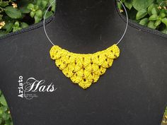 Crocodile scale stitch crochet necklace in gold https://www.facebook.com/photo.php?fbid=682480131843247
