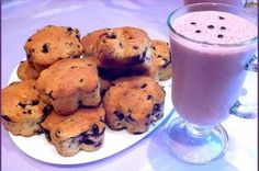 Fragrant cakes with blueberries   Ingredients: Fresh blueberries — 350 g Wheat flour — 260 r + 2 tbsp. l. Orange peel (dried) — 1 tbsp. l. Disintegrant — 1 hour. L. Brown sugar, versatile — 150 g Vanilla Sugar — 8g Egg — 1 pc. (C-O) Serum (or low-fat yogurt) — 200 ml Vegetable oil, refined — 80 ml Blueberry-banana smoothie sour milk: Yogurt is a natural (home) — 1 liter Banana Fresh blueberries — 200 g Brown sugar, universal — 50 g