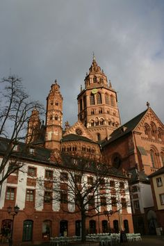 The best Flickr photos and Youtube videos from the Mainz Cathedral on Google Maps. The easiest way to travel before booking your flight or hotel. The WorldFlicks community selects the best Flickr photos and Youtube videos of Mainz_Cathedral and puts them on aerial photos or map. Join the club!