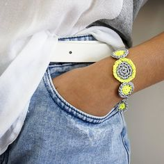 Silver and fluor crochet jewelry. Bracelet tutorial step to step (in Spanish & Catalan)