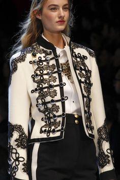 Womens Fashion - The complete Dolce & Gabbana Fall 2016 Ready-to-Wear fashion show now on Vogue Runway. Couture Fashion, Runway Fashion, High Fashion, Winter Fashion, Fashion Show, Womens Fashion, Fashion Trends, Milan Fashion, Fashion Spring
