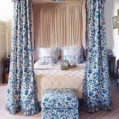 Monday Blues | The main bedroom in Diane Nutting's manor house in Wiltshire features a Colefax and Fowler chintz fabric from the 1970s, since discontinued. The sister-in-law of Diane's first husband was Nancy Lancaster, the owner of the company. #goodmorning #riseandshine #colefaxandfowler #manorhouse #blue #fabrics #blueandwhite #decoration #interiors #decor