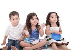 Developing Citizens of the World: Teaching and Learning a Second Language in the Montessori Environment Montessori Classroom, Montessori Toddler, Step Parenting, Parenting Advice, Psychological Help, Marketing Topics, Learning A Second Language, Developmental Psychology, Children