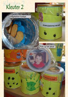 kleuter Moederdag kleuter by Jan Vanwynsberghe - issuu Parents, Family Presents, Grandma And Grandpa, Little Pumpkin, Father, Restaurant, School, Kids, Fathers