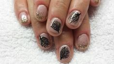 Classy nails gold sparkle