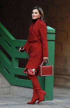 Reine Letizia avec un sac à main Zara