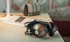 With the only screws being in the ear cups themselves, the 99 Classics Headphones are fully serviceable at any time.