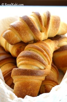Peynirli Kolay Kruvasan Sandviç – The Most Practical and Easy Recipes Pastry Design, Croissant, Bread Baking, Beautiful Cakes, Yogurt, Food And Drink, Pizza, Meals, Cookies