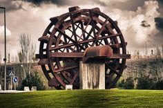 Molino de Hierro en una rotonda de Guadalajara, España.  Por Christian Gallegos