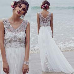 partie supérieure sophistiquée, partie basse lisse, bracelet de mariée, fleurs dans les cheveux