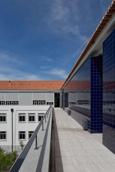 Fernando Salvador + Margarida G. Nunes   High School in Évora, Portugal © Fernando Guerra, FG+SG Architectural Photography